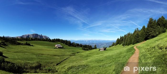 Sticker pour frigo Panorama de montagne avec chalet et pâturages - Europe