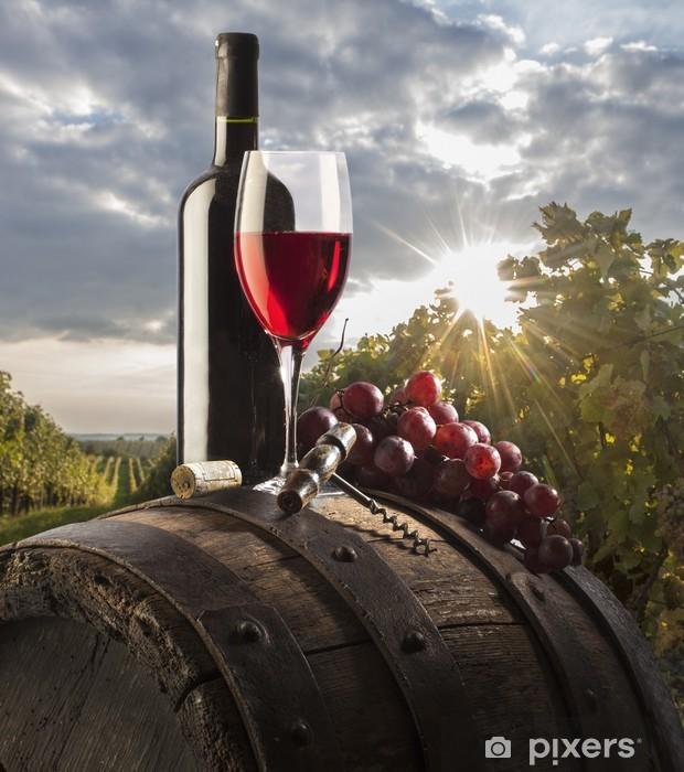 Fototapeta winylowa Martwa natura z czerwonego wina i stare beczki - Tematy