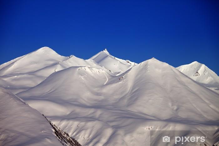 Papier peint vinyle Les montagnes enneigées en matin - Vacances