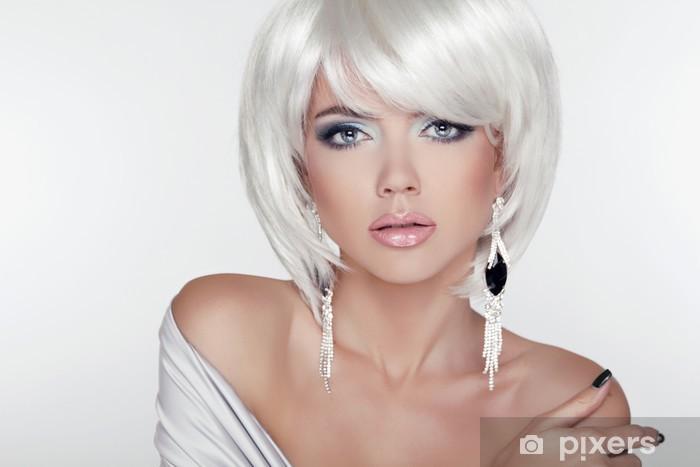 Carta da Parati in Vinile Bellezza ragazza ritratto con trucco e capelli  bianchi corti mostrando E afff5c753083