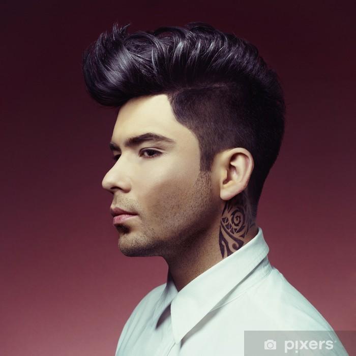 Fototapeta zmywalna Człowiek z stylowe fryzura - Tatuaże