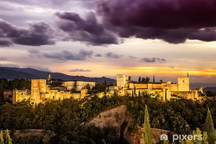 Fototapeta winylowa Arabski starożytnej twierdzy Alhambra w nocy. Granada, Hiszpania. - Wakacje