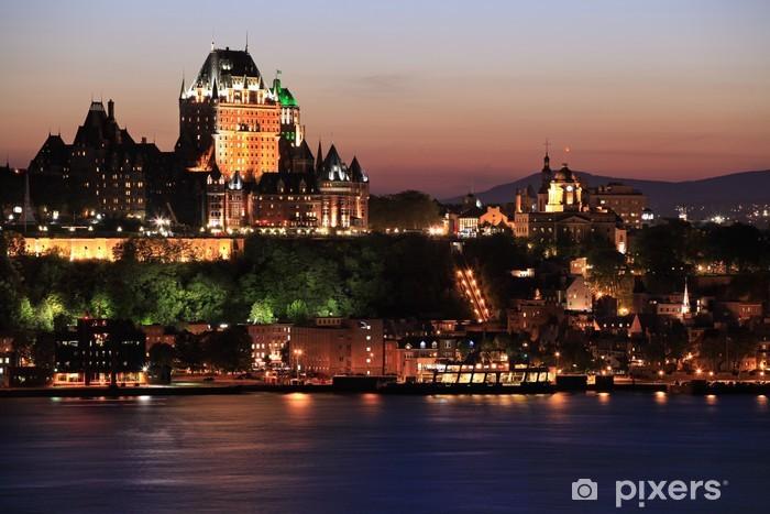 Papier peint vinyle Horizon de la ville de Québec au crépuscule et le fleuve Saint-Laurent, Canada - Amérique