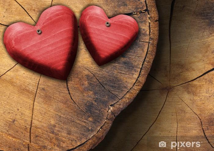 Fototapeta winylowa Czerwone drewniane serca na pniu sekcji - Święta międzynarodowe