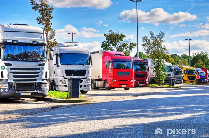 Naklejka Pixerstick Ciężarówka na parkingu - Transport drogowy