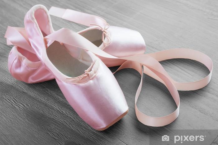 Fototapeta winylowa Nowy różowy balet pointe shoes - iStaging