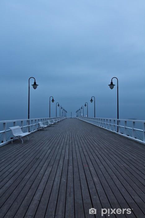 Fototapeta winylowa Wschód słońca na molo nad morzem, Gdynia Orłowo, Polska. Długo - Molo