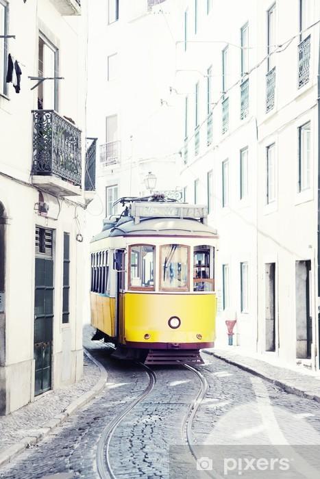 Fototapeta winylowa Żółty starożytny tramwaj na ulicach Lizbony w Portugalii - iStaging