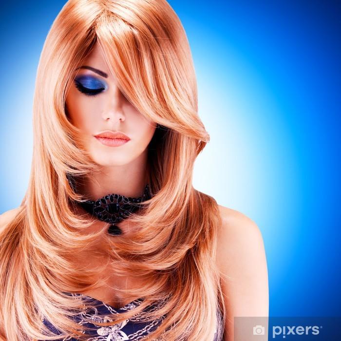 Carta da Parati Bella donna con i capelli lunghi rossi con ...