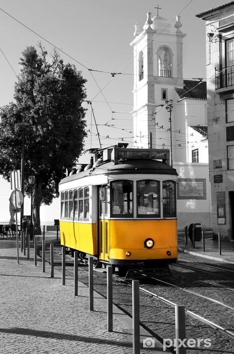 Vinilo para Puerta Lisboa antiguo tranvía amarillo sobre fondo blanco y negro -