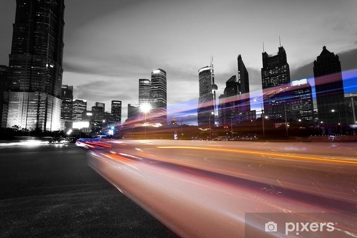 Vinilo Pixerstick Los senderos de luz en el fondo moderno edificio en Shangai, c - Urbano