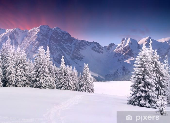 Sticker Pixerstick Beau paysage d'hiver dans les montagnes. Lever du soleil - Thèmes