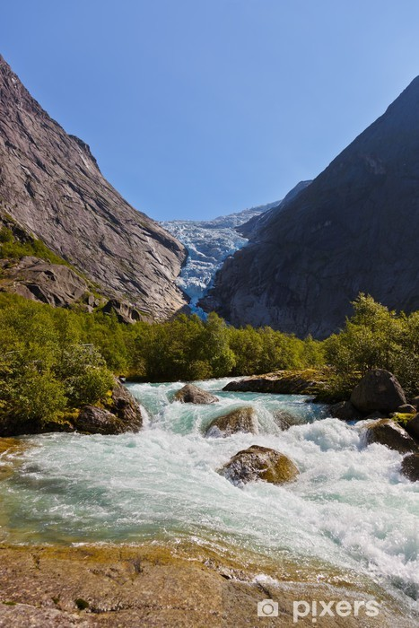 Vinilo Pixerstick Cascada cerca de Briksdal glaciar - Noruega - Vacaciones