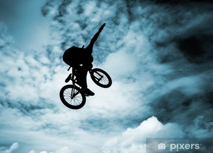 Vinilo Pixerstick Silueta de un hombre que hace un salto en una bicicleta bmx. - Ciclismo