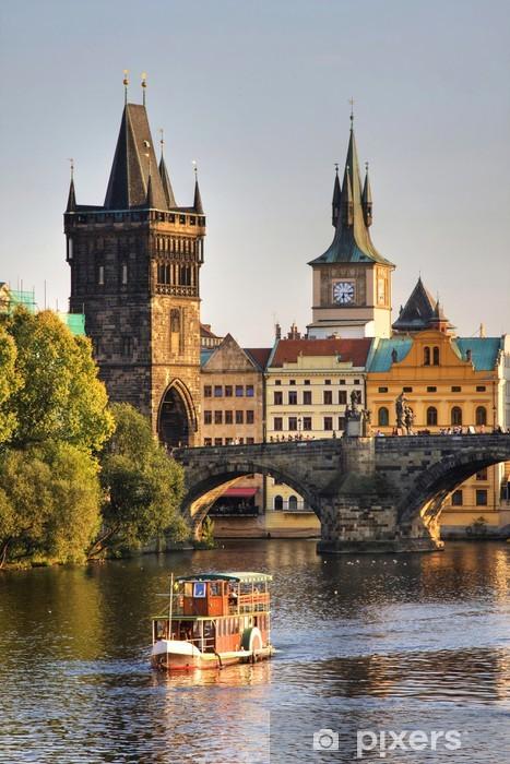 Fotomural Estándar Puente de Carlos y la arquitectura de la ciudad vieja en Praga, República Checa - Praga