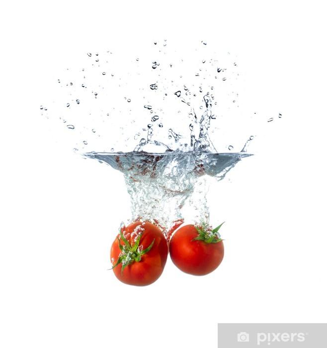 Naklejka Pixerstick Tonące świeżych owoców pomidora w wodzie - Posiłki