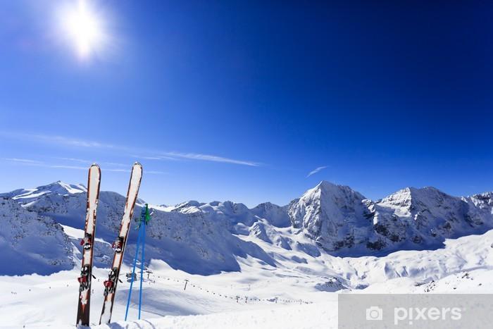Vinyl-Fototapete Ski, Winter, Berge und Ski-Ausrüstungen - Skisport