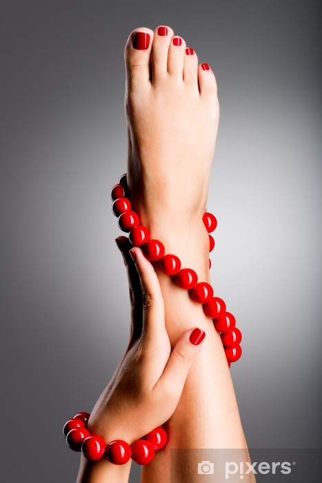 Fototapeta winylowa Photo Zbliżenie piękne nogi kobiet z czerwoną pedicure - Uroda i pielęgnacja ciała