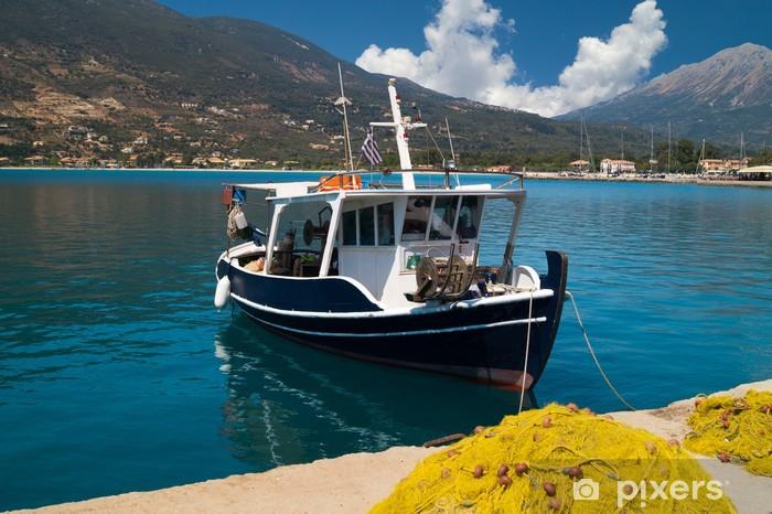 Vinyl-Fototapete Traditionelles Fischerboot im Insel Lefkas, Griechenland - Europa