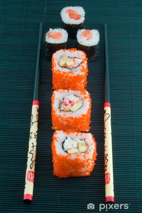 Papier peint vinyle Sushi avec des baguettes tiré sur le noir - Sushi