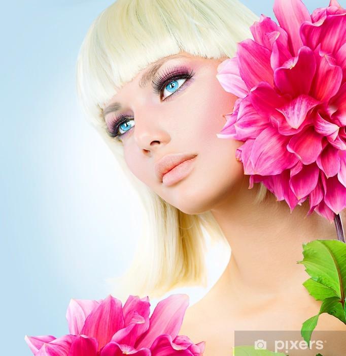 Carta da Parati in Vinile Bellezza ragazza bionda con capelli corti bianchi  e occhi azzurri - 6d62cc488ccd