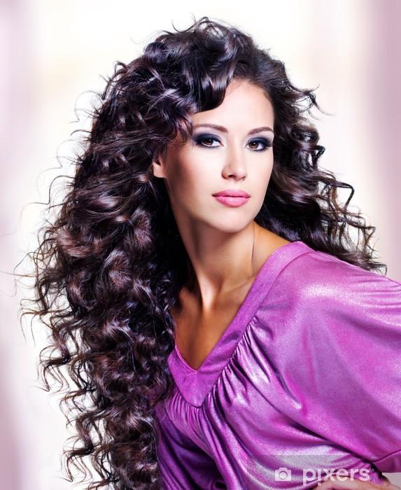 Sticker Pixerstick Visage d'une belle jeune femme avec de longs poils - Destin
