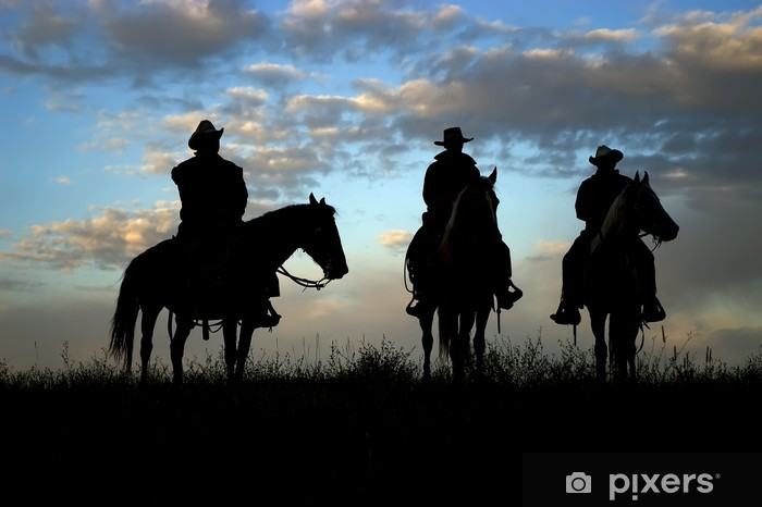 Mural de Parede em Vinil Three cowboys on horseback silhouetted against dawn sky - Homens
