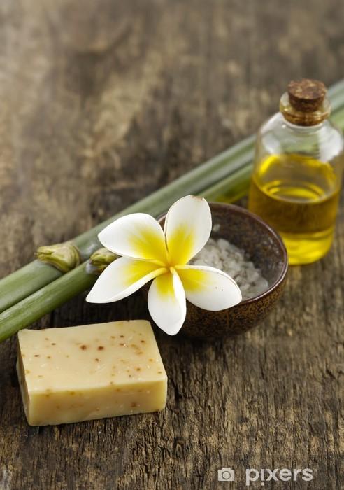 Fototapeta winylowa Mydło, Frangipani, sól w misce i bambusowym gaju na starym drewnie - Uroda i pielęgnacja ciała