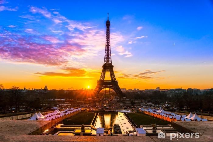 Naklejka Pixerstick Wieża Eiffla na wschód słońca, Paryż. - Tematy
