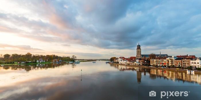 Vinyl Fotobehang Panoramisch uitzicht op de rivier van de Nederlandse historische stad Deventer - Europa