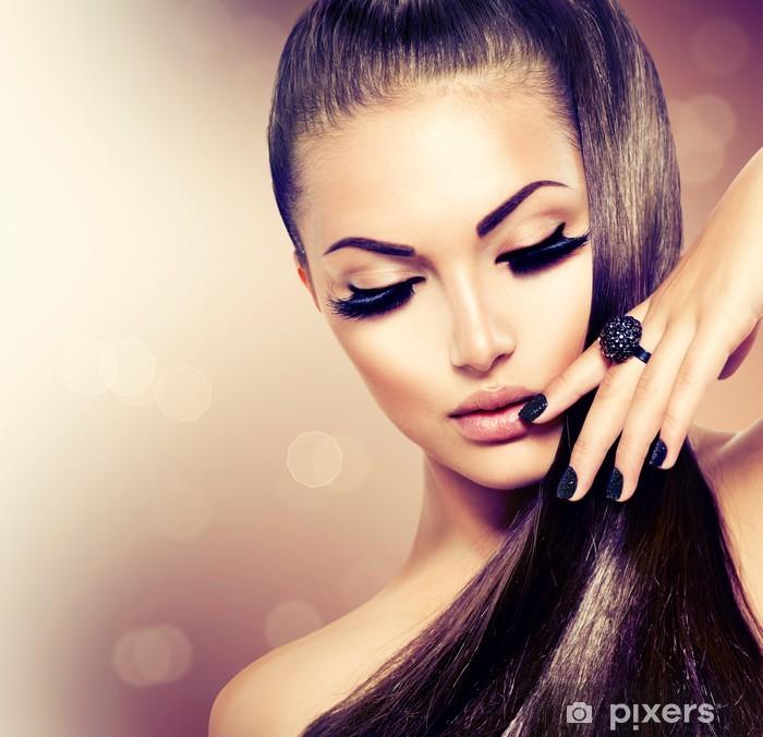 Papier peint lavable Beauté Mode Fille modèle avec de longs sain Cheveux bruns - Mode