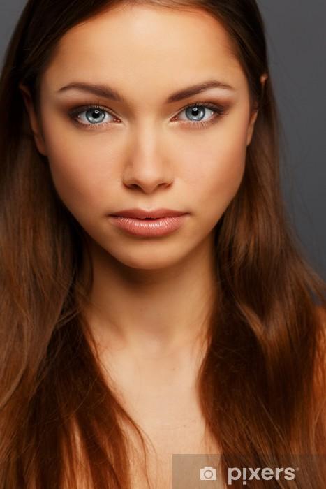Brune Aux Yeux Bleus sticker belle jeune femme brune aux yeux bleus • pixers® - nous
