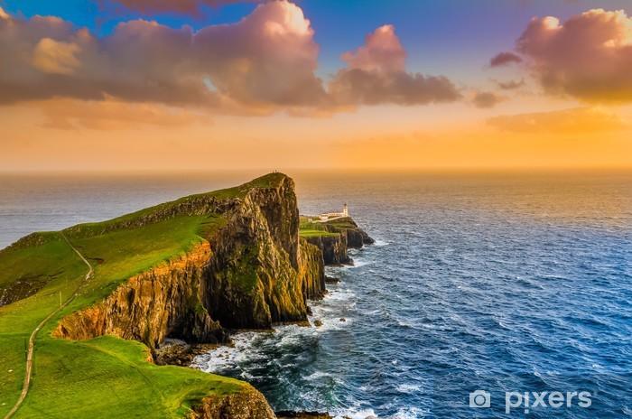 Vinyl Fotobehang Kleurrijke oceaan kust zonsondergang op Neist punt vuurtoren, Schotland - Infrastructuur