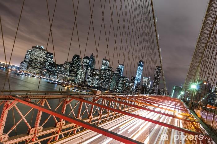 Fototapeta winylowa Nowy Jork - Manhattan Skyline z Brooklyn Bridge w nocy - Tematy
