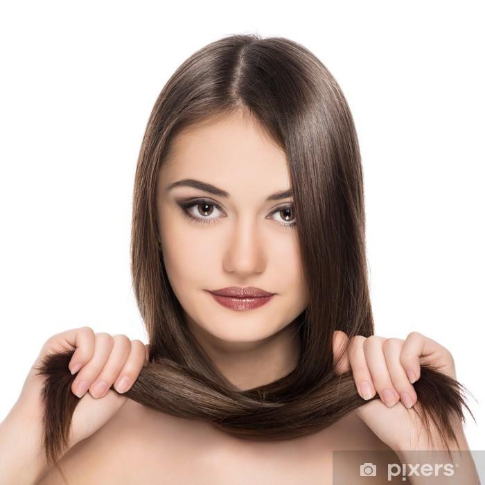 Naklejka Pixerstick Ładna brunetka z prostymi włosami błyszczącym. Farbowanie włosów. - Przeznaczenia