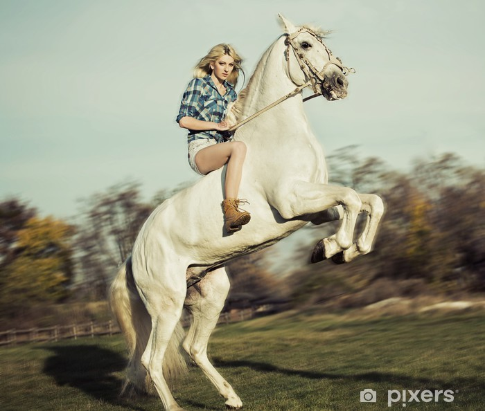 Mural de Parede em Vinil Serious blonde woman riding the horse - Temas