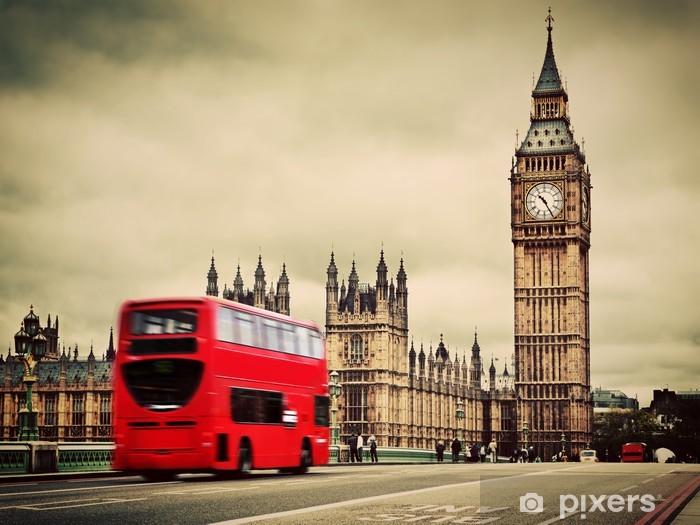 Vinyl Fotobehang Londen, het UK. Rode bus in beweging en de Big Ben - Thema's