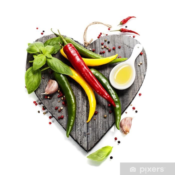 Naklejka Pixerstick Świeże warzywa na pokładzie cięcia w kształcie serca - Do kuchni