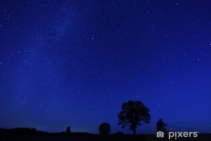 Nálepka Pixerstick Noční osamělý strom padající hvězdy - Město