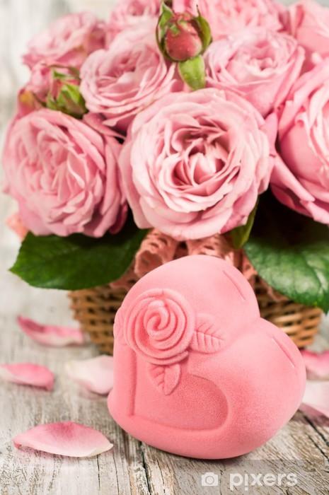 Fototapeta Dárková krabička ve tvaru srdce a růžových růží • Pixers ... 9982ce9587b