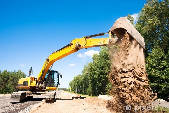 Fototapeta winylowa Koparka rozładunku piasku podczas prac budowlanych drogowych - Przemysł ciężki