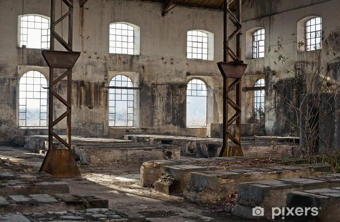 Fototapeta winylowa Stary budynek przemysłowy pełne okien - Czas