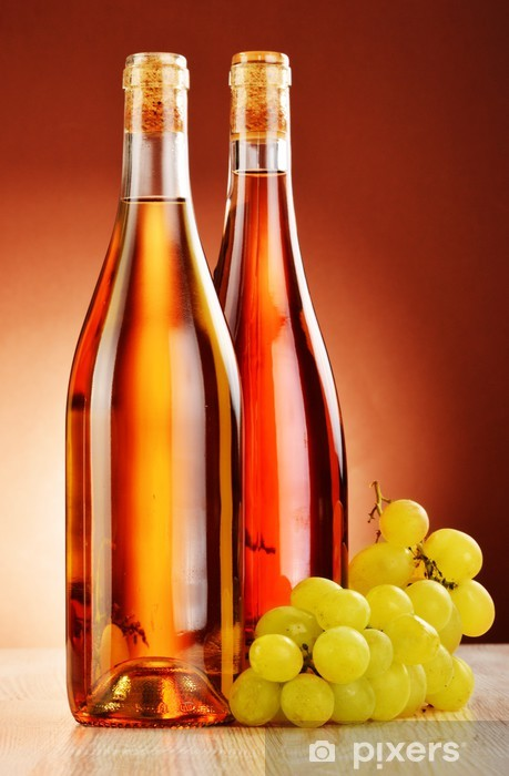 Fototapeta winylowa Dwie butelki wina na stole - Alkohol