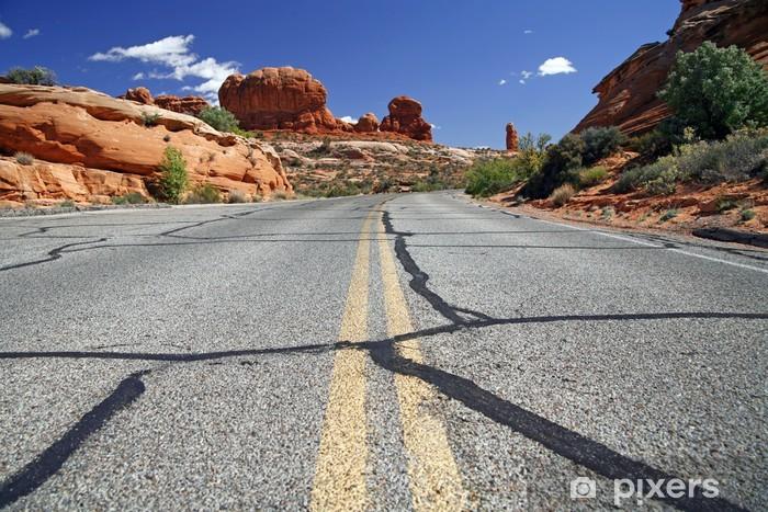 Fotomural Estándar Camino en el EE.UU., Parque nacional de los arcos cerca de Moab - Por carretera