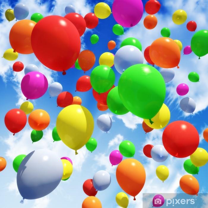 Fotomural Estándar Liberado del globo multicolor en el cielo - Felicidad