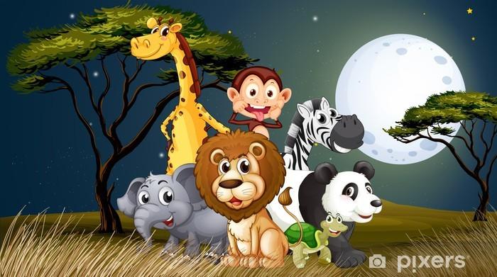 Papier peint vinyle Un groupe d'animaux ludiques sous la pleine lune lumineuse - Pour enfant 5 ans