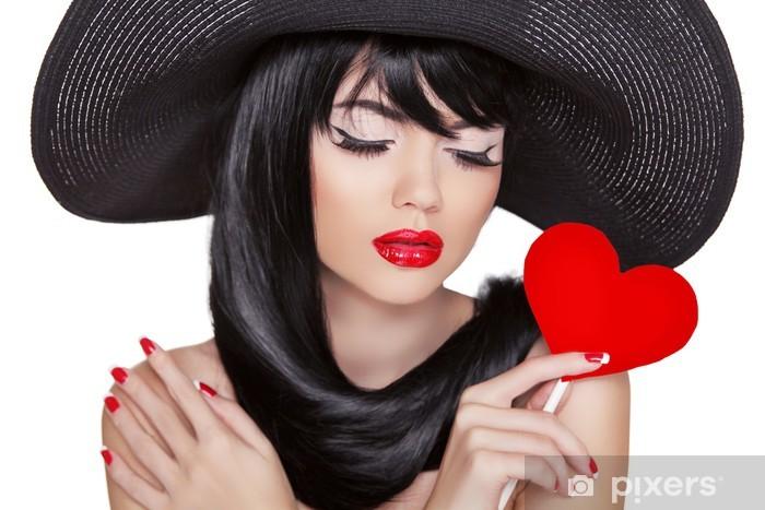 345e42fcf1 Carta da Parati in Vinile Attraente donna bruna con trucco festa che tiene  cuore rosso -
