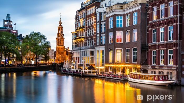 Vinyl Fotobehang Amsterdam stadsgezicht met de Munt toren in de schemering - Thema's