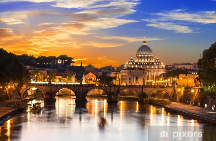 Papier peint vinyle Coucher de soleil vue de la basilique Saint-Pierre et le Tibre, à Rome. Italie -