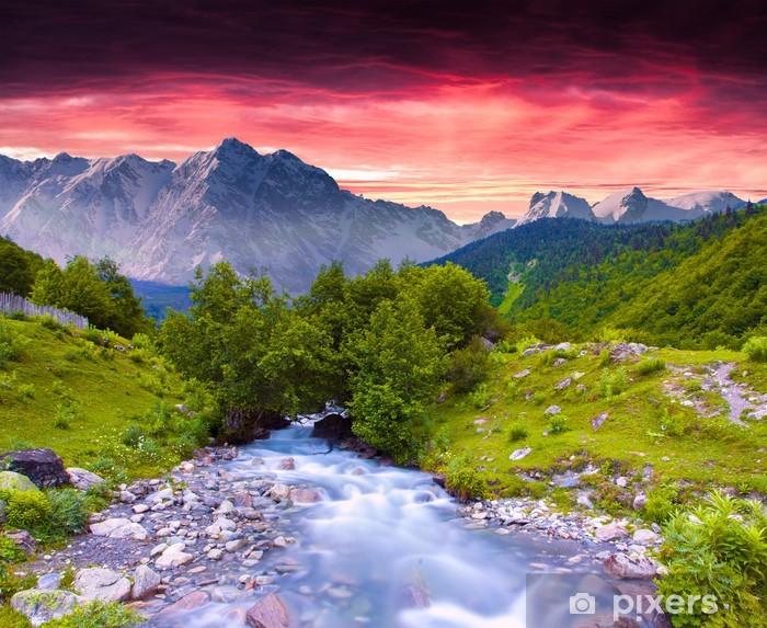 Naklejka Pixerstick Kolorowe lato krajobraz w pobliżu rzeki w wielkich górach. - Pory roku